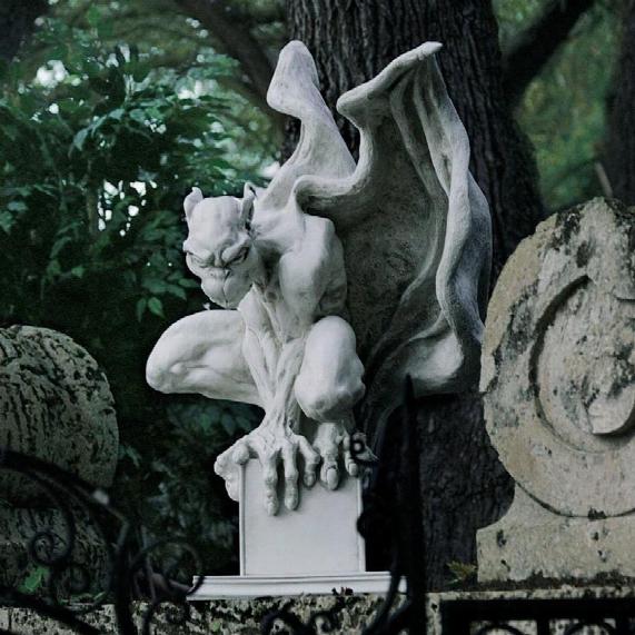 Draga The Gargoyle Vampire Statue: Large