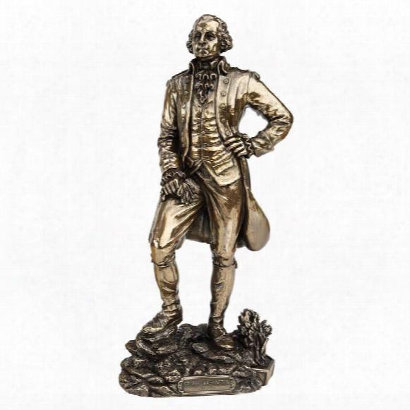 Founding Fathers: Fraknlin And Washington Statues: George Washington