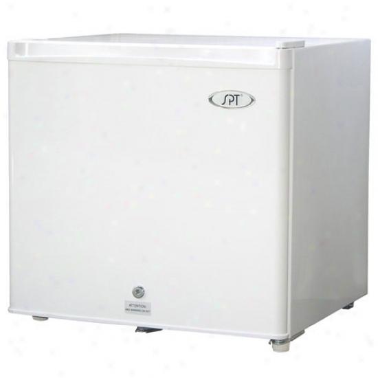 Sunpentown 1.5 Cu. Ft. Upright Compact Freezer - White